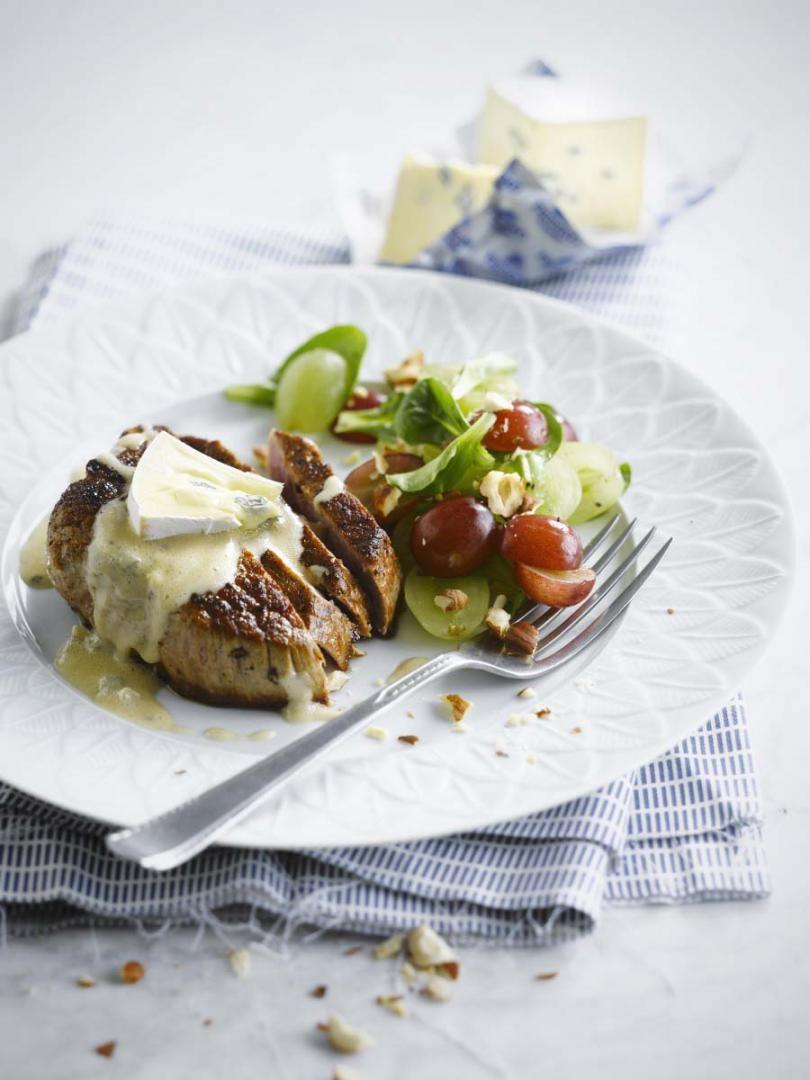 Rundersteak met druivensalade en blauwe kaas