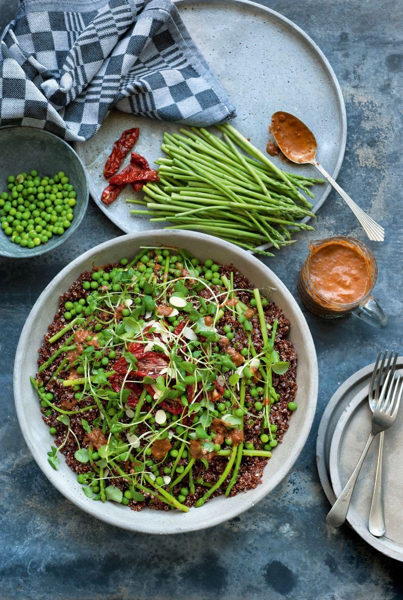 Italiaanse quinoasalade met groene asperges