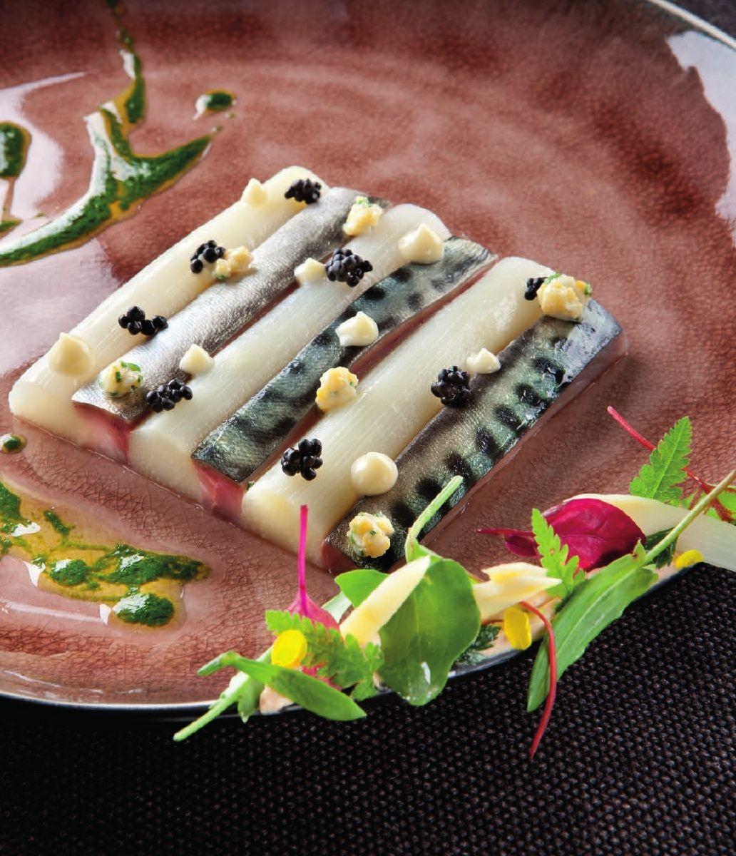 Duinasperges met gemarineerde makreel