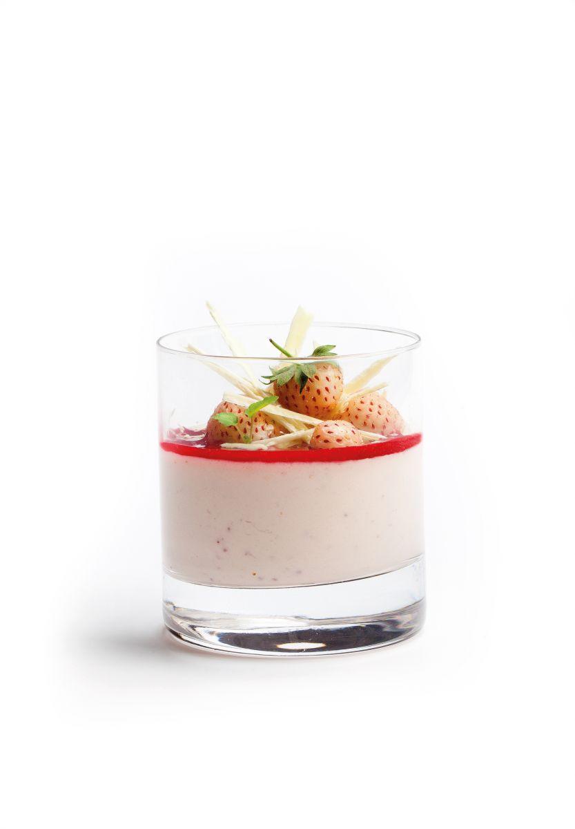 Aardbeienmousse met aardbeiencoulis