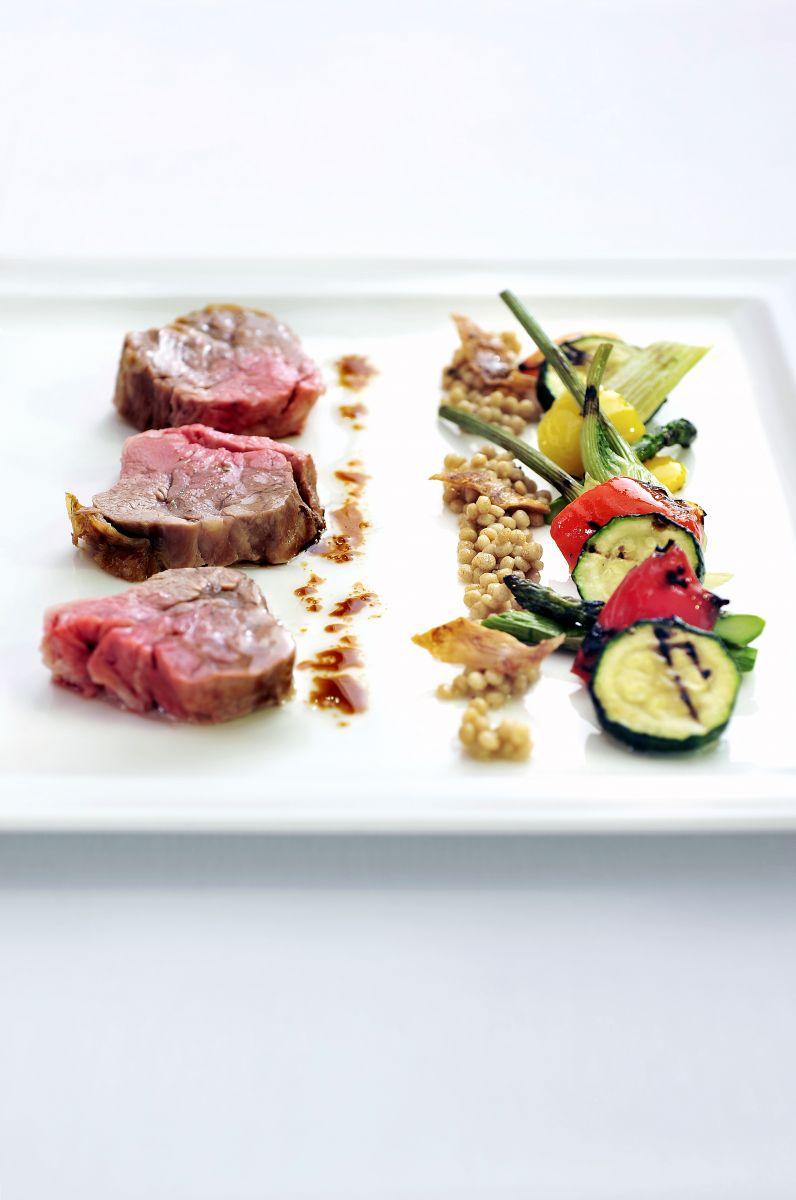 Gebraden lamsschouder met gegrilde groenten