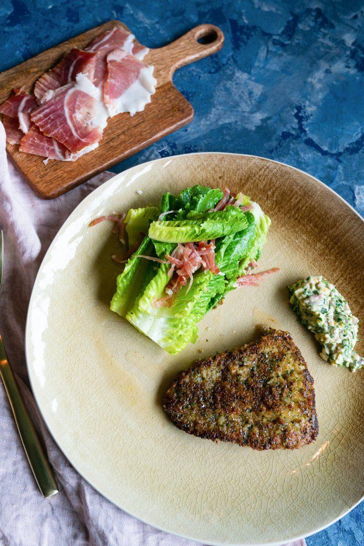 Salade met gepaneerde grietbot en Gandaham