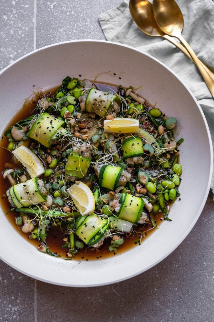 Aziatisch soepje met cannelloni van scampi en courgette