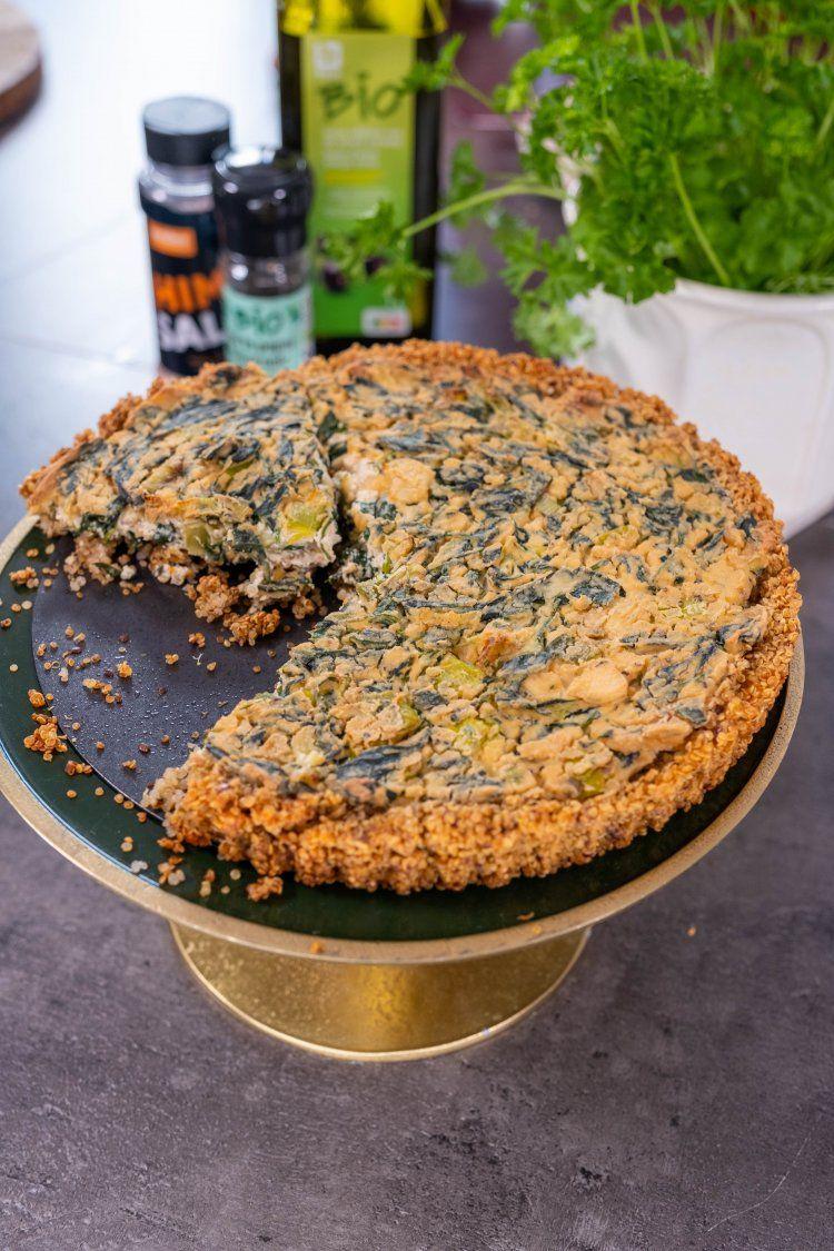 Vegan spinazie quiche met quinoa bodem