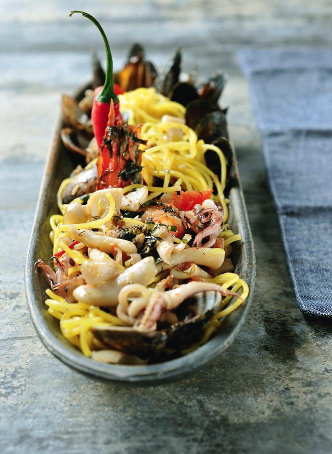 Spaghetti met Zeevruchten/ Schaaldieren/ Schelpdieren en peperoncini