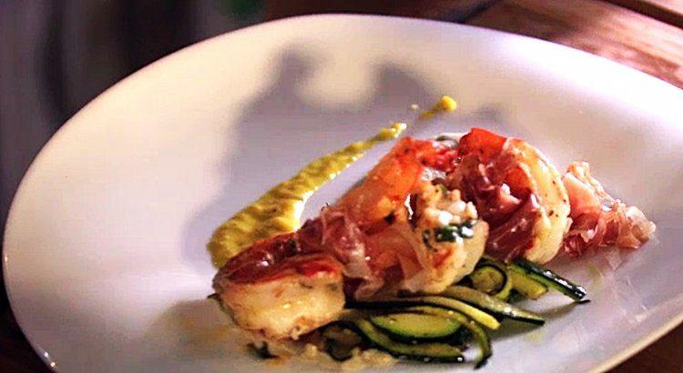 Courgettehapjes met scampi's en ham