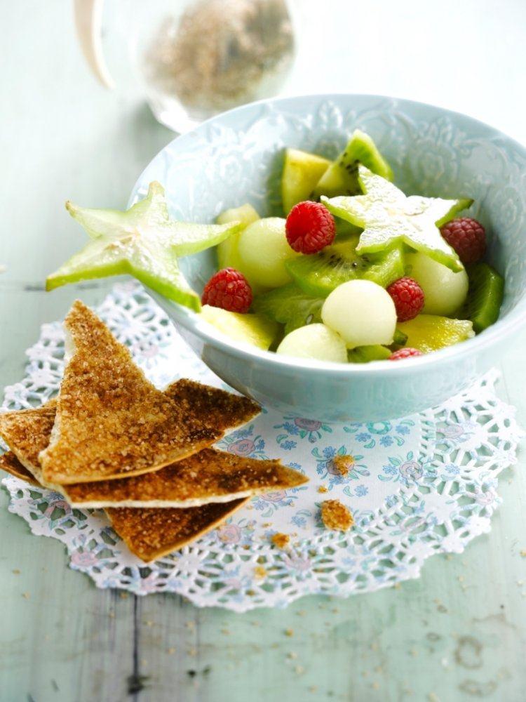 Fruitsalade met kaneelchips