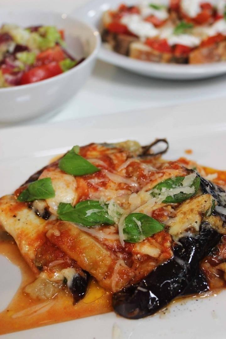 Lasagne van aubergine met Toscaanse salade