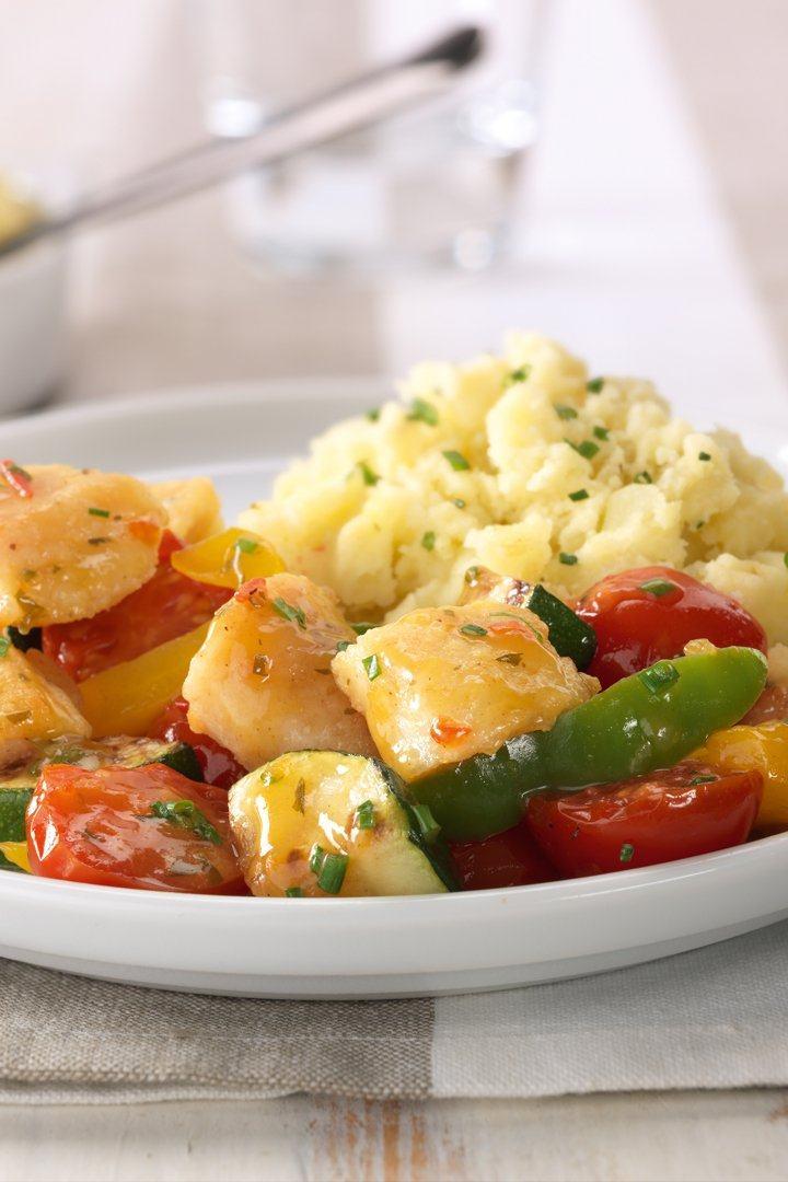 Wok met vis, tomaat, paprika en courgette