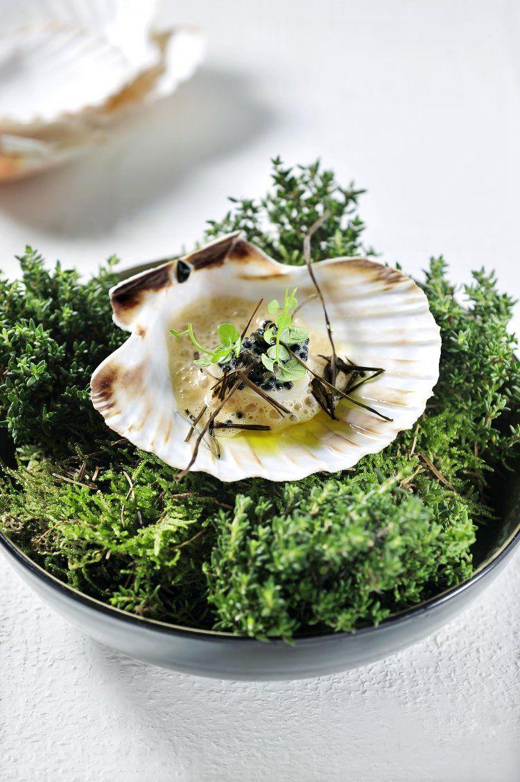Sint- Jakobsvruchten met pittige koraaljus en haringkaviaar