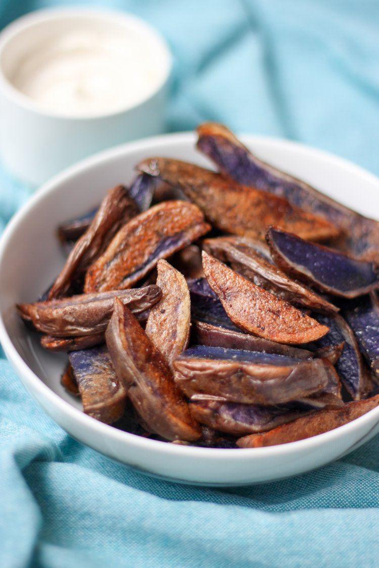 Paarse aardappelwedges met truffel