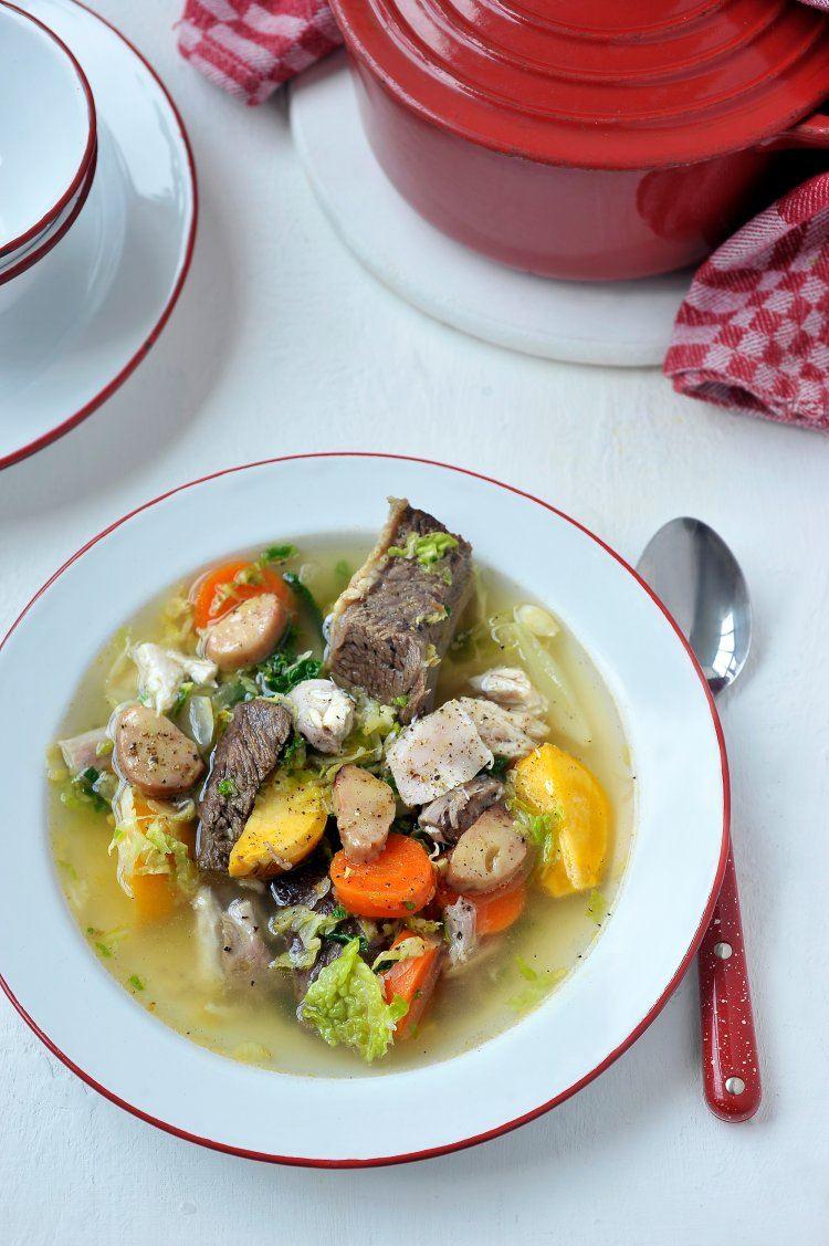 Keteltje met rundsvlees, gevogelte en groentjes