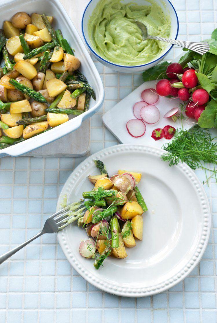 Aardappelsalade met groene asperges en avocado
