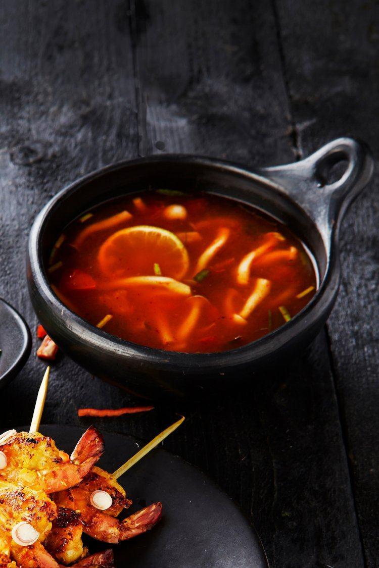Soepje van shiitake en tomaten