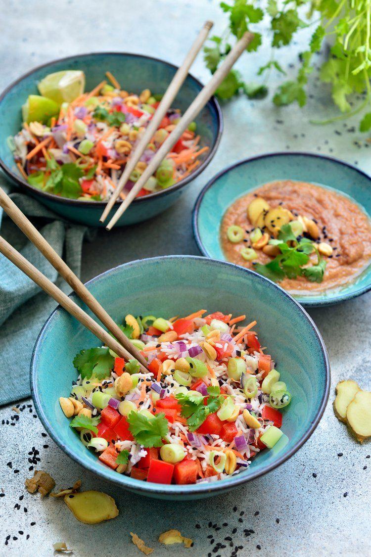 Koude rijstsalade met pinda-gembersaus