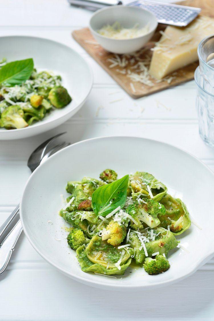 Tortellini met spinazie-broccolisaus
